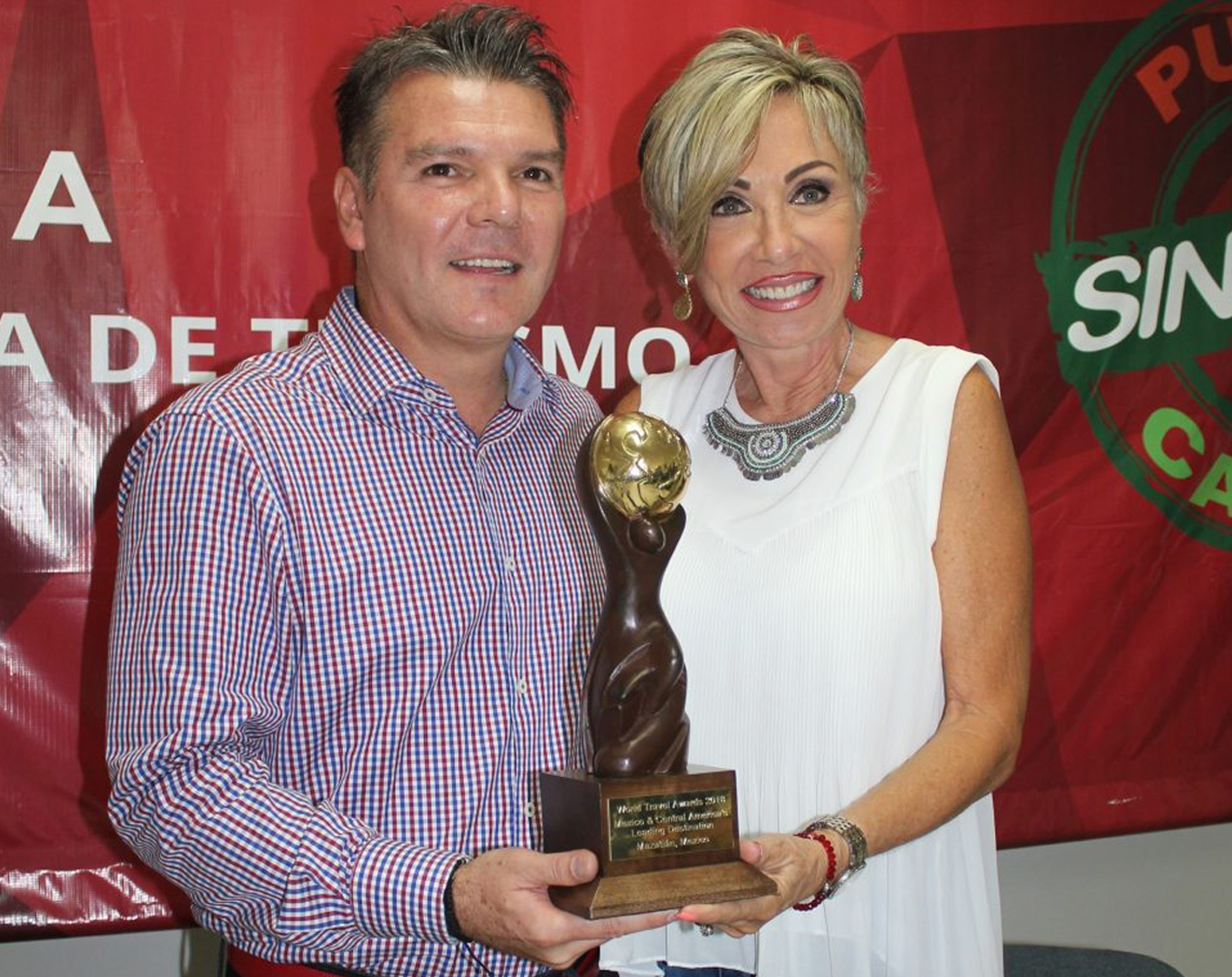 Recibió Mazatlán premio como el mejor destino Turístico de México, Latino América y Centroamérica